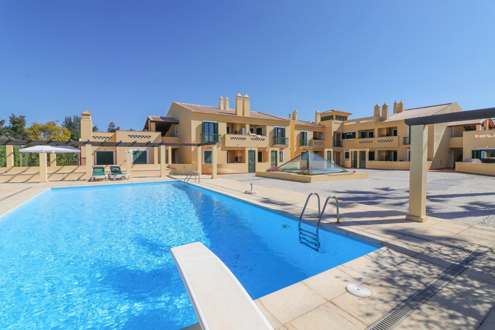 3 Bedroom Apartment Quarteira, Central Algarve Ref: PA3620