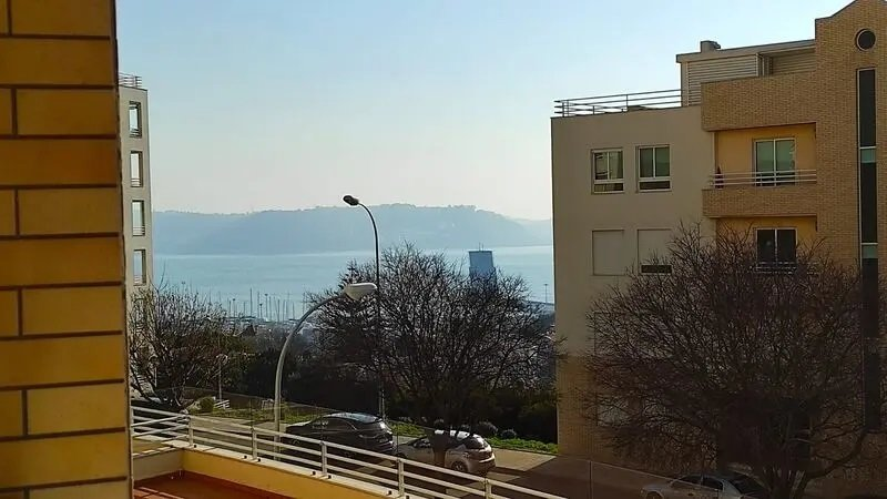 2 Bedroom Apartment Oeiras, Lisbon Ref: ASA082