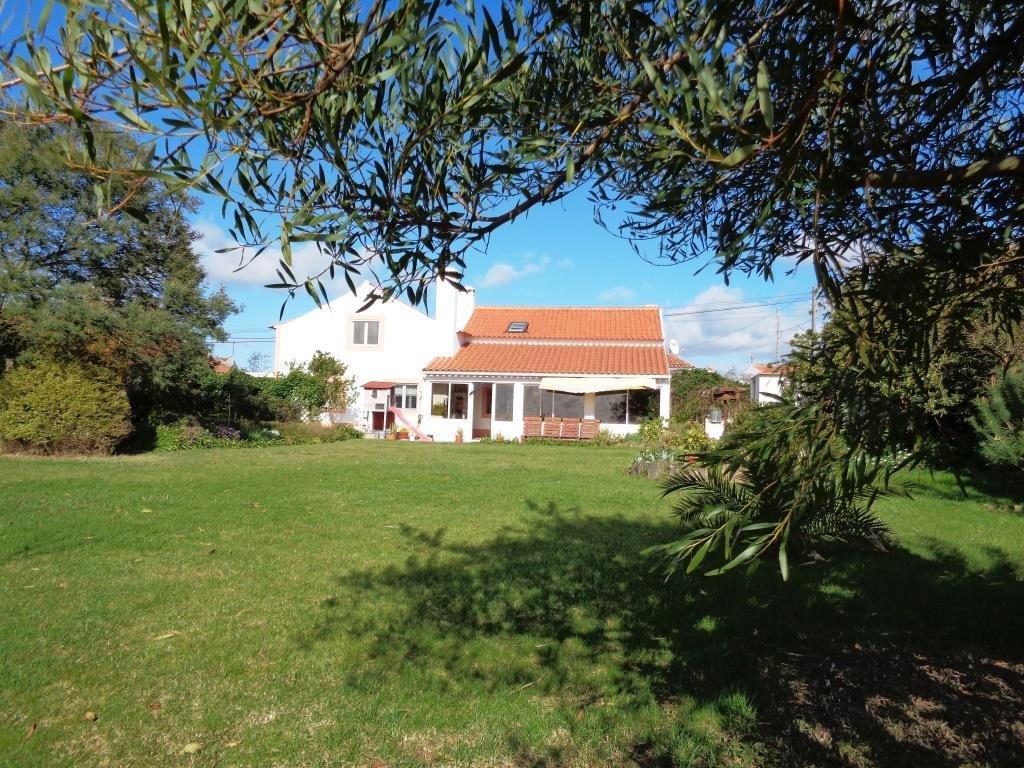 2 Bedroom Villa Caldas da Rainha, Silver Coast Ref: AV1502