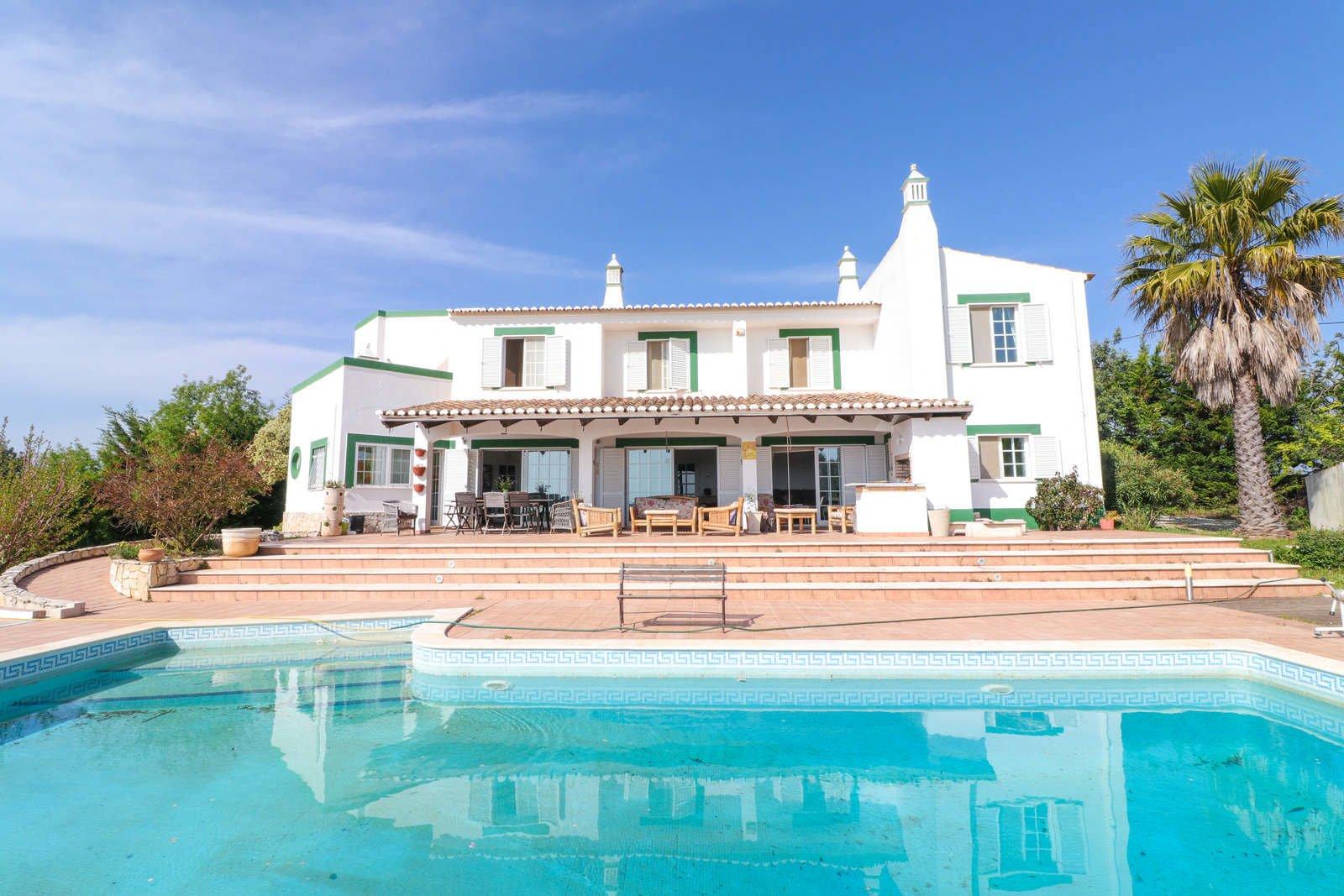6 Bedroom Villa Boliqueime, Central Algarve Ref: PV3625