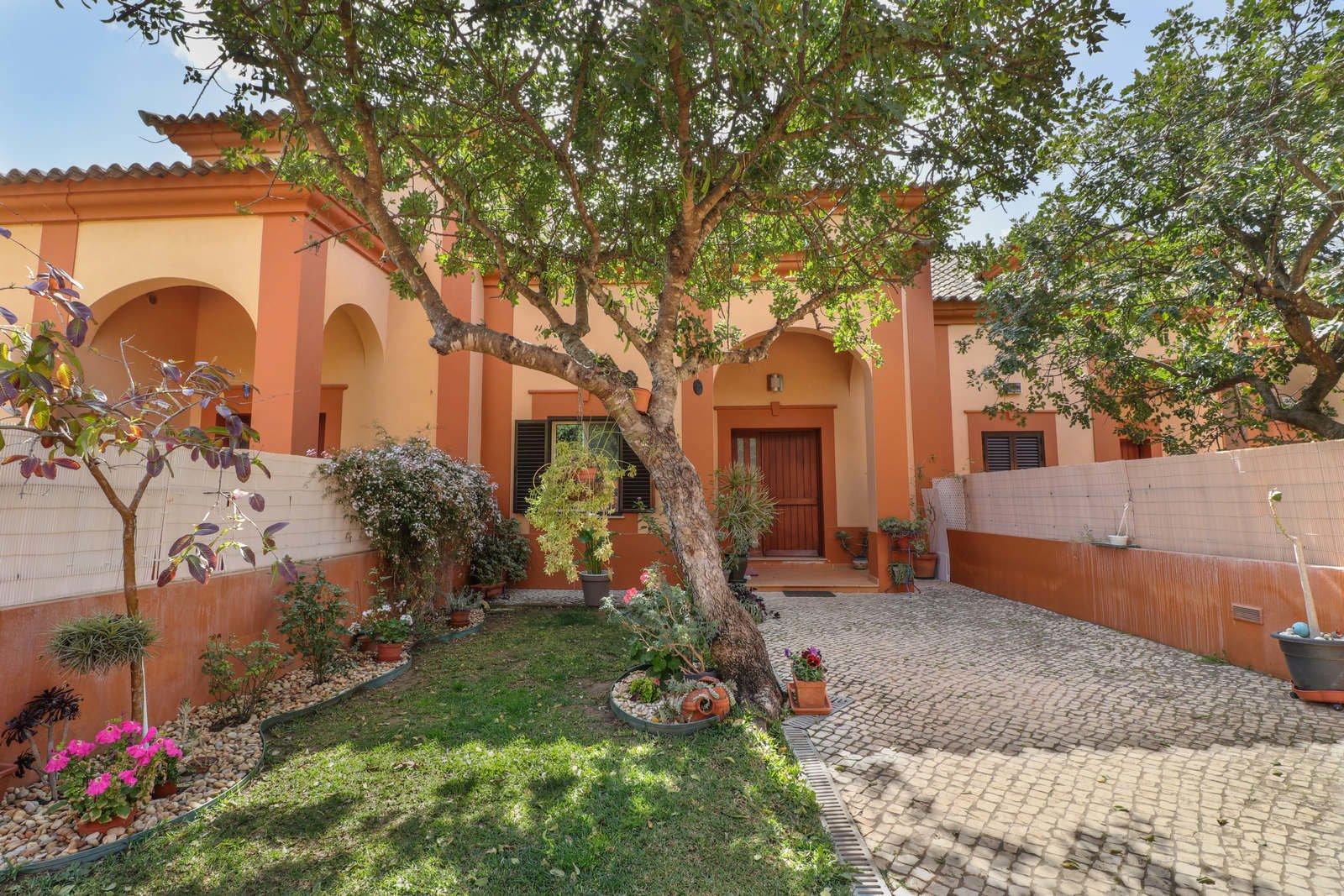 3 Bedroom Townhouse Loule, Central Algarve Ref: PV3628