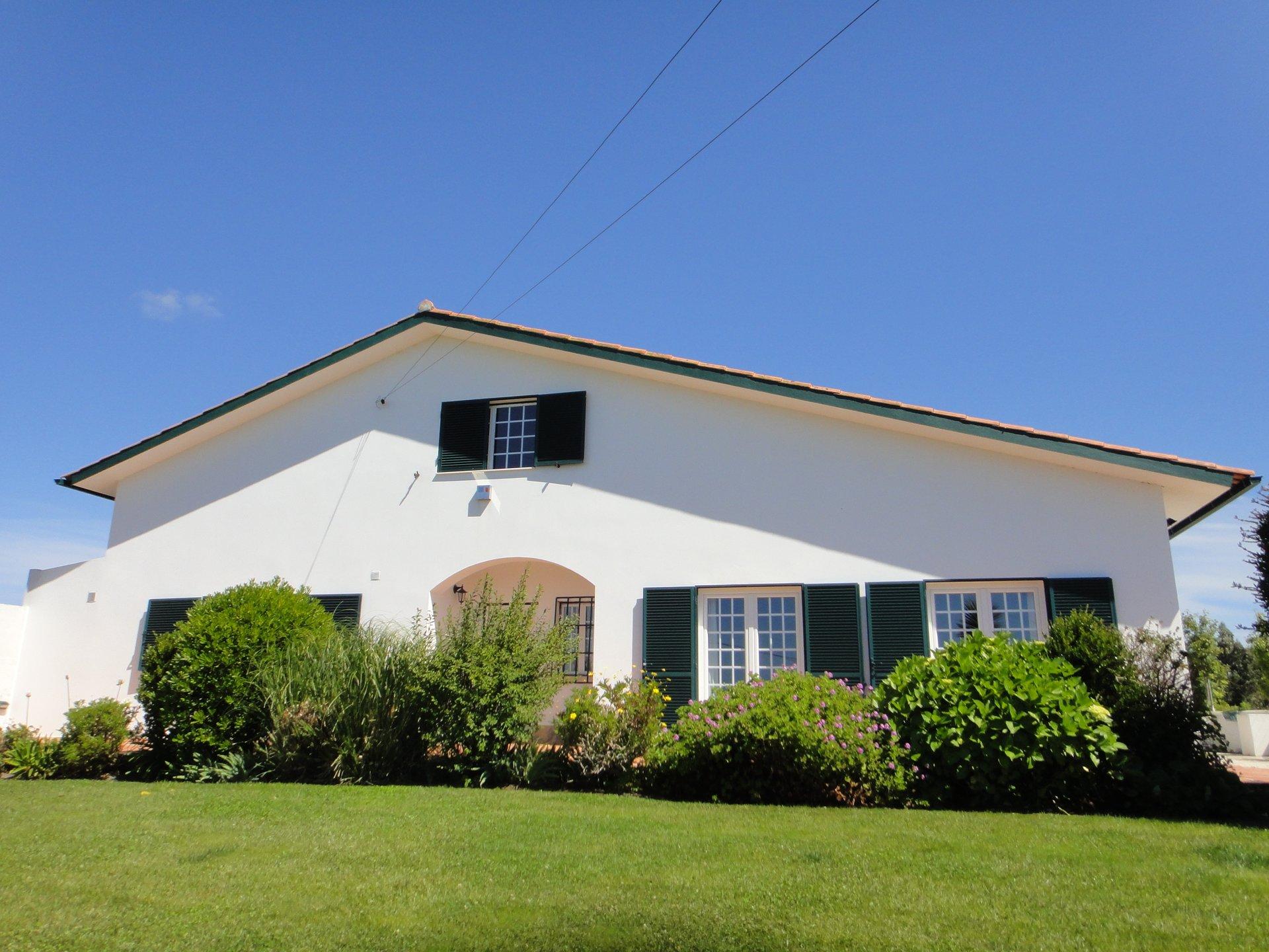 5 Bedroom Villa Tornada, Silver Coast Ref: AV2119