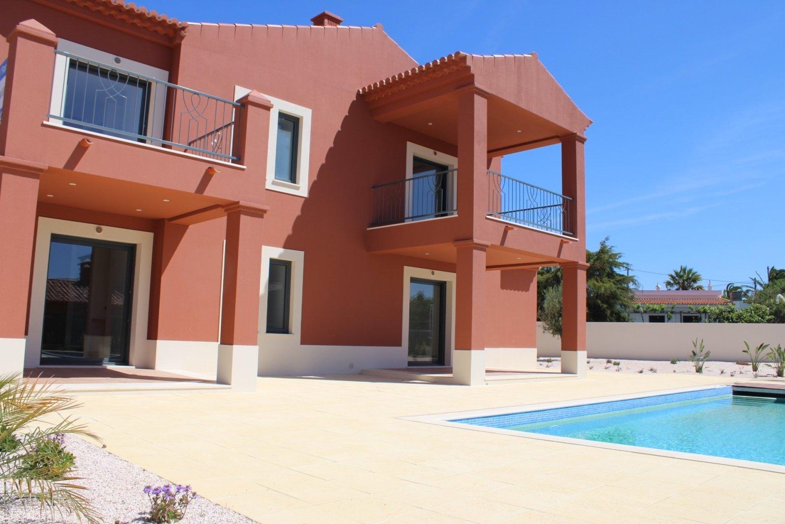 3 Bedroom Villa Lagoa, Western Algarve Ref: GV619