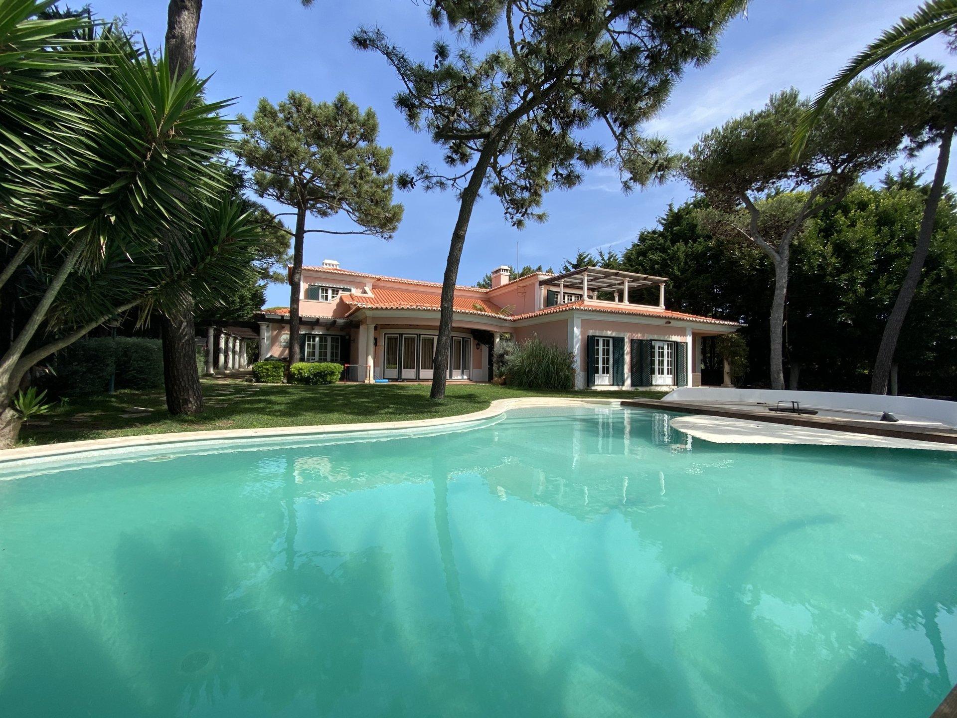 7 Bedroom Villa Cascais, Lisbon Ref: AVI365