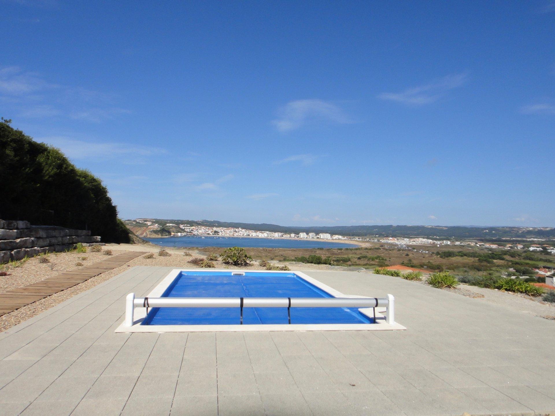 4 Bedroom Villa Sao Martinho do Porto, Silver Coast Ref: AV2130