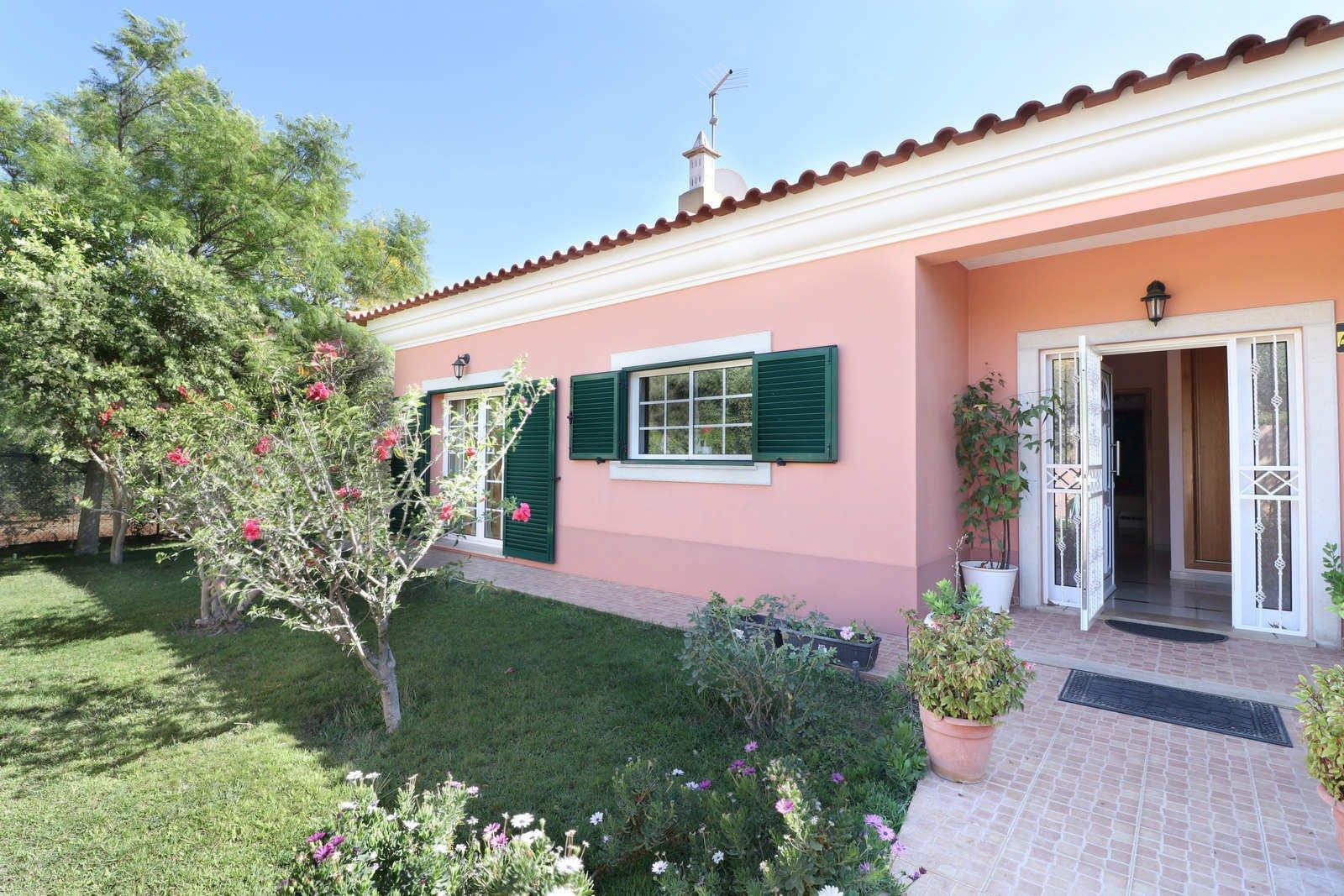 3 Bedroom Villa Loule, Central Algarve Ref: PV3644