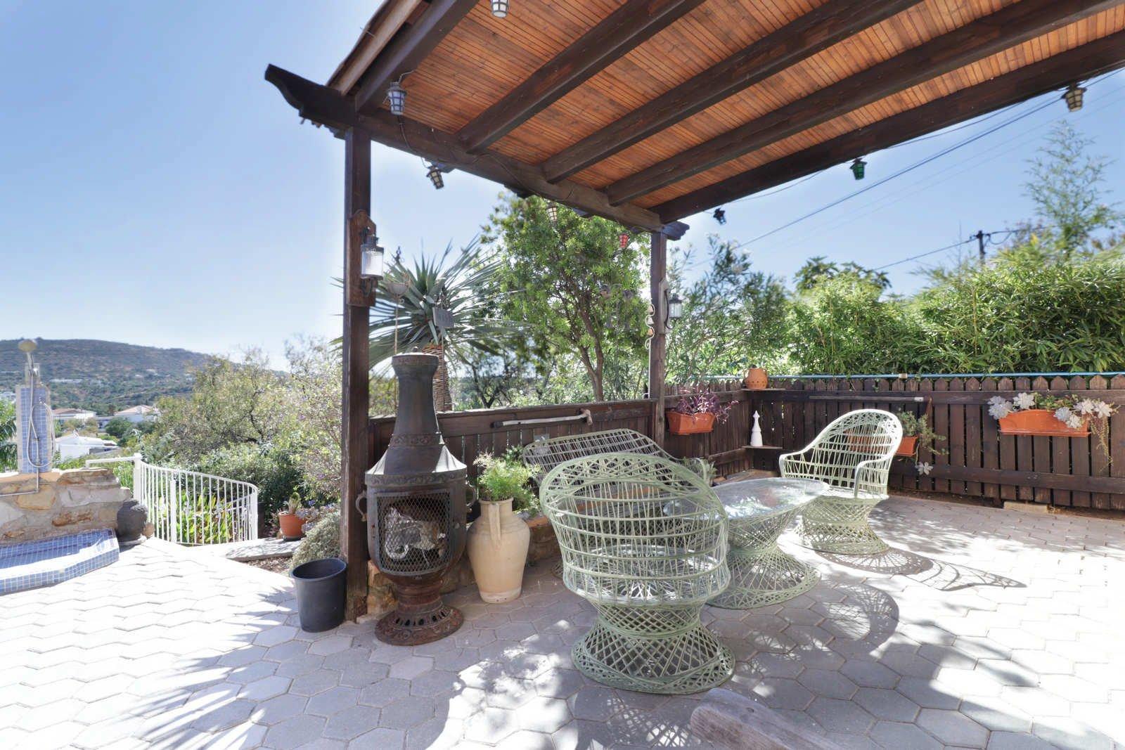 3 Bedroom Villa Almancil, Central Algarve Ref: PV3643