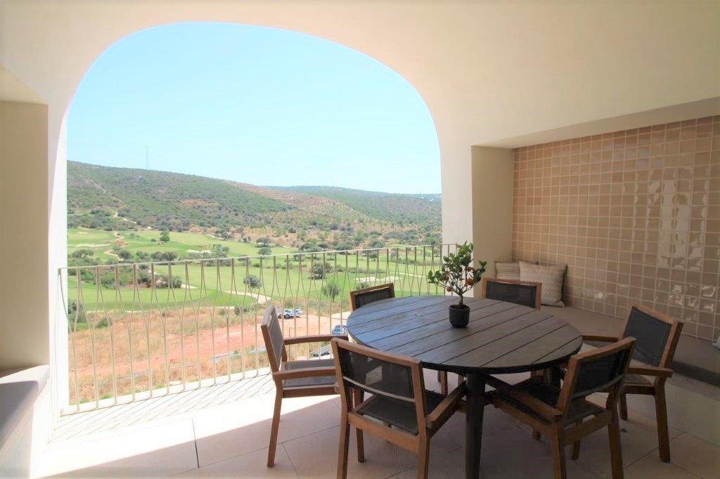 2 Bedroom Apartment Loule, Central Algarve Ref: MA24264