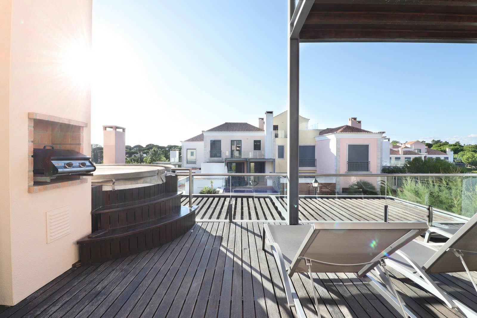 2 Bedroom Apartment Vale do Lobo, Central Algarve Ref: PA3647