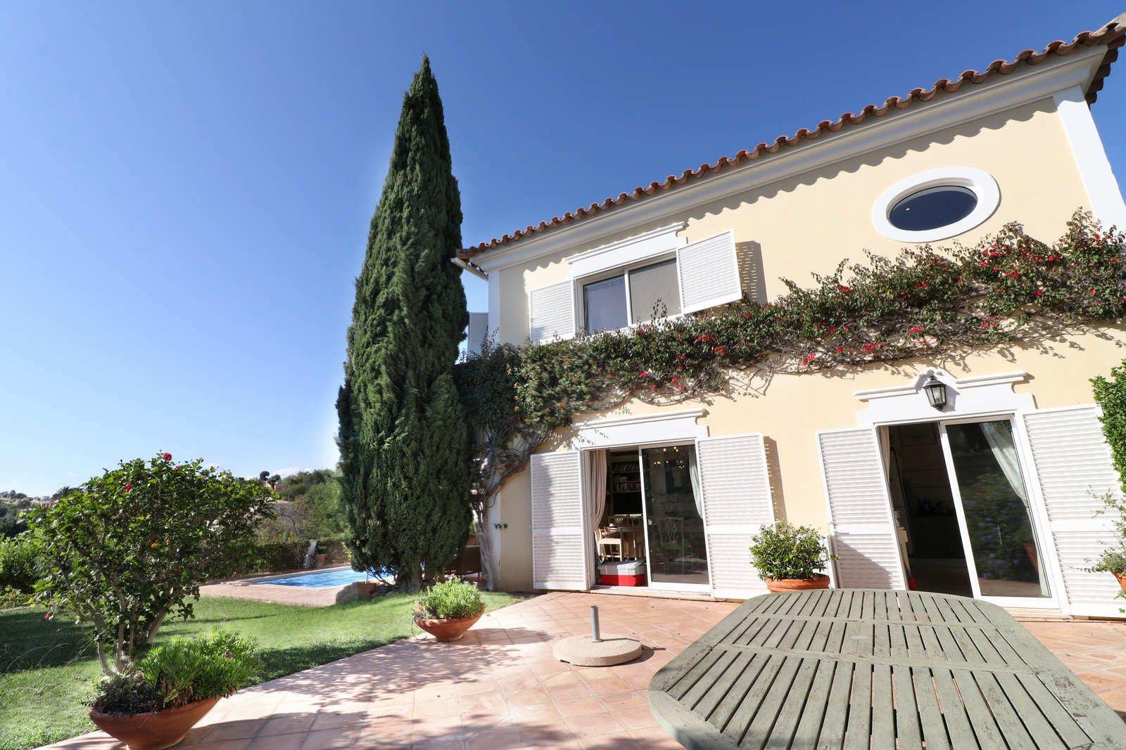 4 Bedroom Villa Almancil, Central Algarve Ref: PV3648