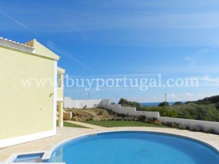 4 Bedroom Villa Praia da Luz, Western Algarve Ref: GV295