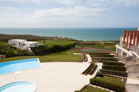 3 Bedroom Townhouse Lourinha, Silver Coast Ref: AV1196