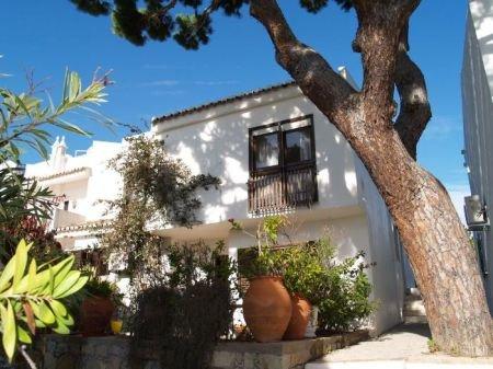 3 Bedroom Townhouse Vale do Lobo, Central Algarve Ref: DV1515