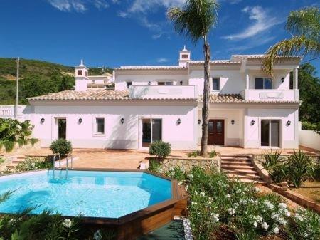 4 Bedroom Villa Santa Barbara de Nexe, Central Algarve Ref: DV5386