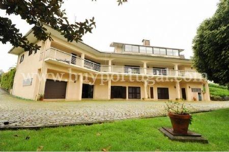 6 Bedroom House Santa Maria da Feira, Porto Ref: AV1243