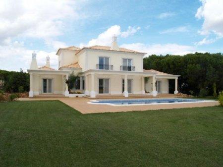 4 Bedroom Villa Vilamoura, Central Algarve Ref: DV4646