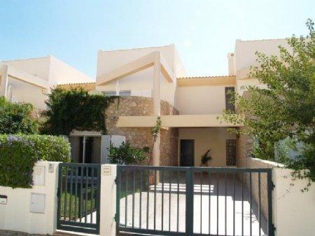 3 Bedroom Townhouse Loule, Central Algarve Ref: DV5082