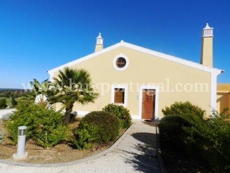 2 Bedroom Townhouse Praia da Luz, Western Algarve Ref: GV028