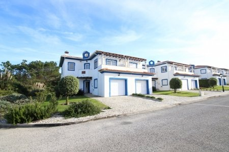 3 Bedroom Townhouse Obidos, Silver Coast Ref: AV1294