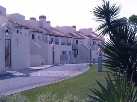 4 Bedroom Townhouse Vilamoura, Central Algarve Ref: DV4728