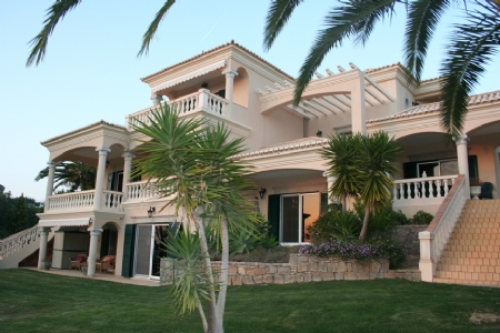 4 Bedroom Villa Almancil, Central Algarve Ref: PV3184