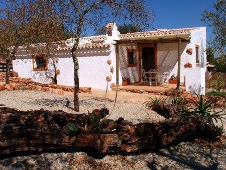 4 Bedroom House Salir, Central Algarve Ref: PV3206
