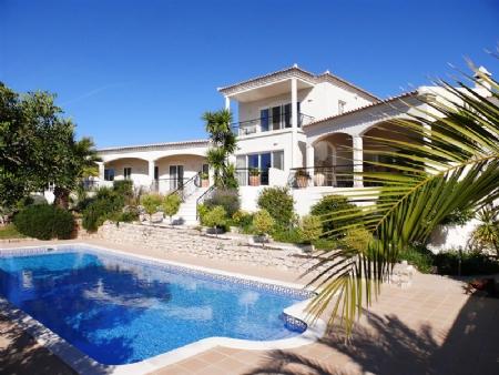5 Bedroom Villa Santa Barbara de Nexe, Central Algarve Ref: BV1896