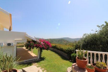 4 Bedroom Villa Sao Bras de Alportel, Central Algarve Ref: JV10062
