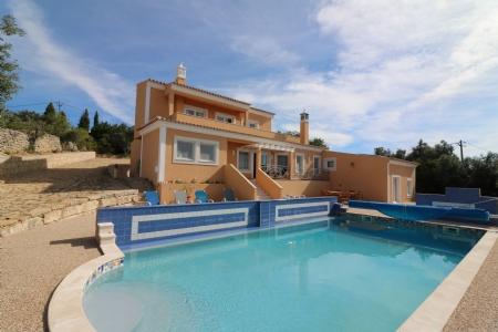 5 Bedroom Villa Santa Barbara de Nexe, Central Algarve Ref: JV10160