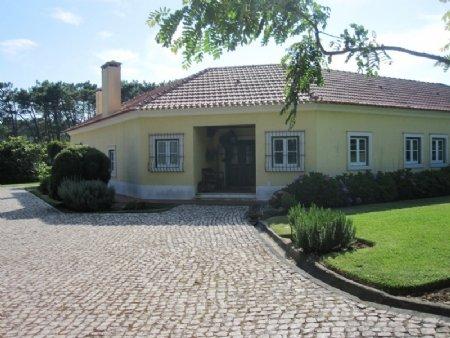 4 Bedroom Villa Foz do Arelho, Silver Coast Ref: AV1759