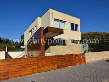 4 Bedroom Villa Vila Nova de Gaia, Porto Ref: AVP1