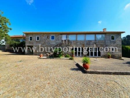 5 Bedroom Villa Porto, Porto Ref: AVP8