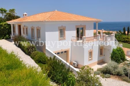 4 Bedroom Villa Praia da Luz, Western Algarve Ref: GV048