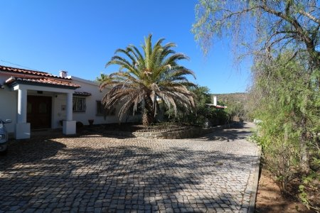 4 Bedroom Villa Santa Barbara de Nexe, Central Algarve Ref: JV102079