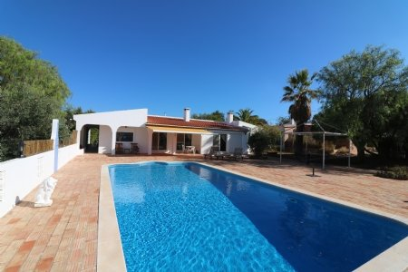 4 Bedroom Villa Santa Barbara de Nexe, Central Algarve Ref: JV10207