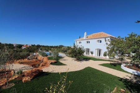 3 Bedroom Villa Estoi, Central Algarve Ref: JV10197