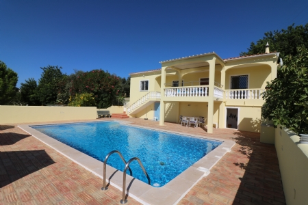 3 Bedroom Villa Estoi, Central Algarve Ref: JV10205