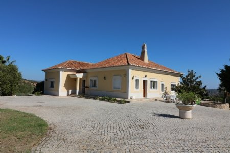 3 Bedroom Villa Santa Barbara de Nexe, Central Algarve Ref: JV10203