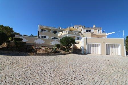 6 Bedroom Villa Santa Barbara de Nexe, Central Algarve Ref: JV10206