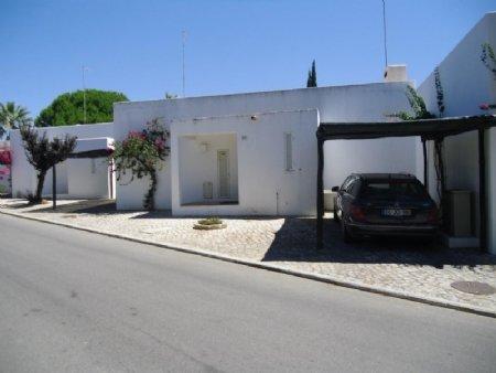 3 Bedroom Villa Albufeira, Central Algarve Ref: AVA19