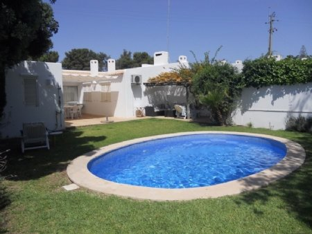 3 Bedroom Villa Albufeira, Central Algarve Ref: AVA19
