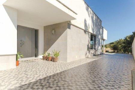 4 Bedroom Villa Caldas da Rainha, Silver Coast Ref: AV1878