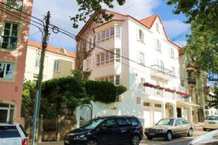 3 Bedroom Apartment Cascais, Lisbon Ref: AA347