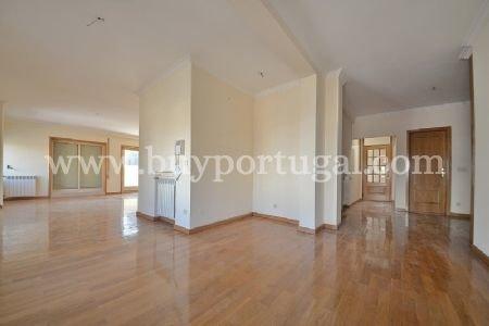 5 Bedroom Penthouse Porto, Porto Ref: AAP23