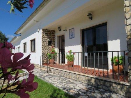 4 Bedroom Villa Caldas da Rainha, Silver Coast Ref: AV1887