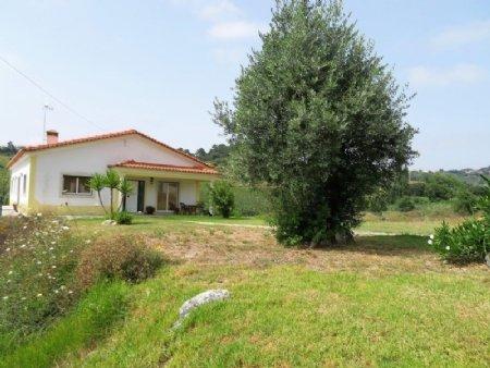 3 Bedroom Villa Caldas da Rainha, Silver Coast Ref: AV1890