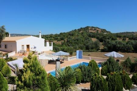 4 Bedroom Villa Sao Bras de Alportel, Central Algarve Ref: JV10266