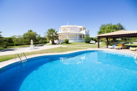 5 Bedroom Villa Quarteira, Central Algarve Ref: PV3381